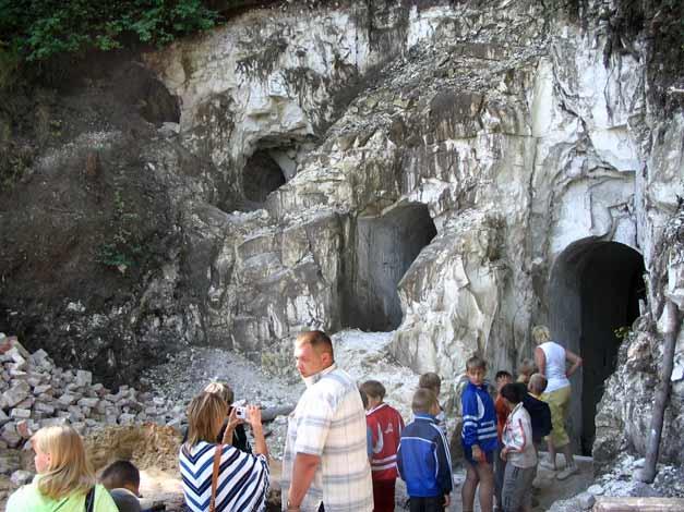 Вход в пещерную церковь в меловой горе