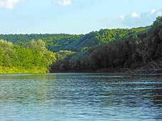 Река Хопер у гористого правого берега